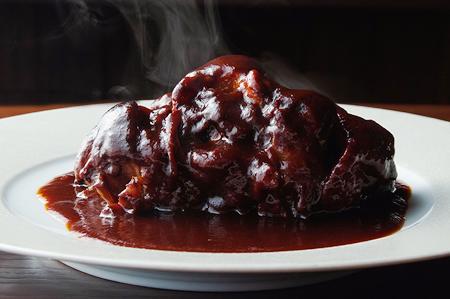 柔らかく煮込む赤ワインの風味豊かな『宮崎牛テールのシチュー』